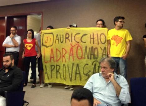 GRUPO PROTESTA CONTRA A APROVAÇÃO DAS CONTAS DE AURICCHIO